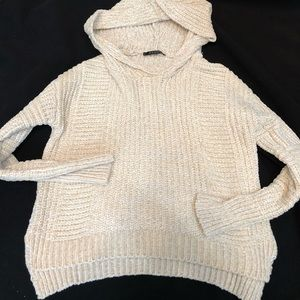Comfy cream colored hoodie sweater!